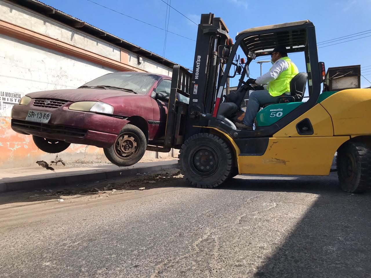 Municiapalidad de Iquique ha retirado 54 vehículos abandonados de las calles durante 2020