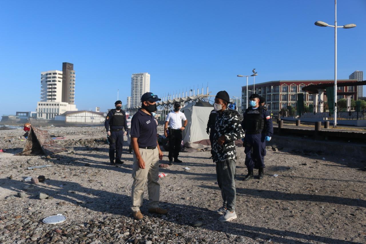 Municipalidad de Iquique, IV Zona Naval y PDI realizan operativo conjunto para retirar a carpistas del borde costero
