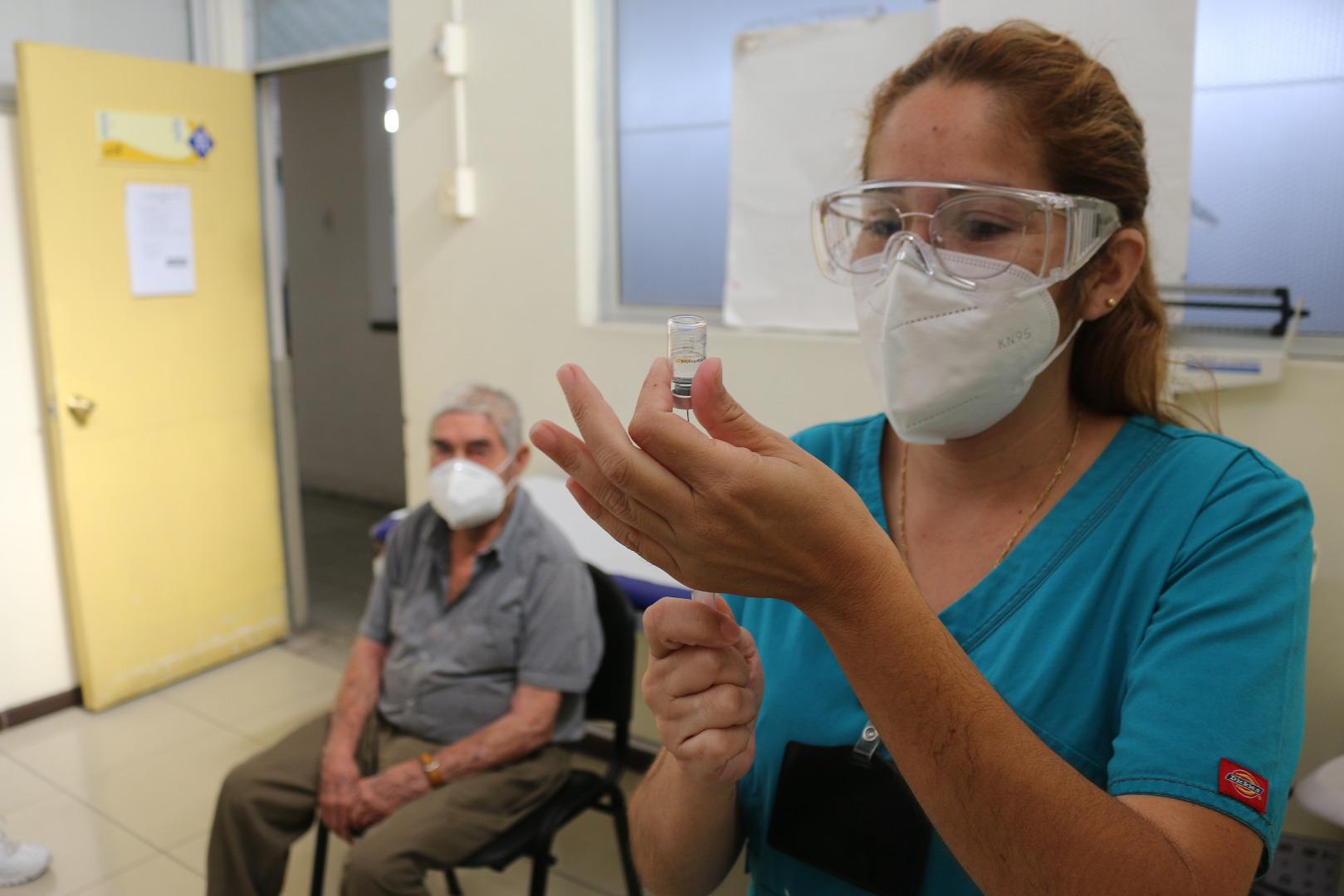 Salud Municipal de Iquique ha inoculado a más de 10 mil personas contra el Covid-19