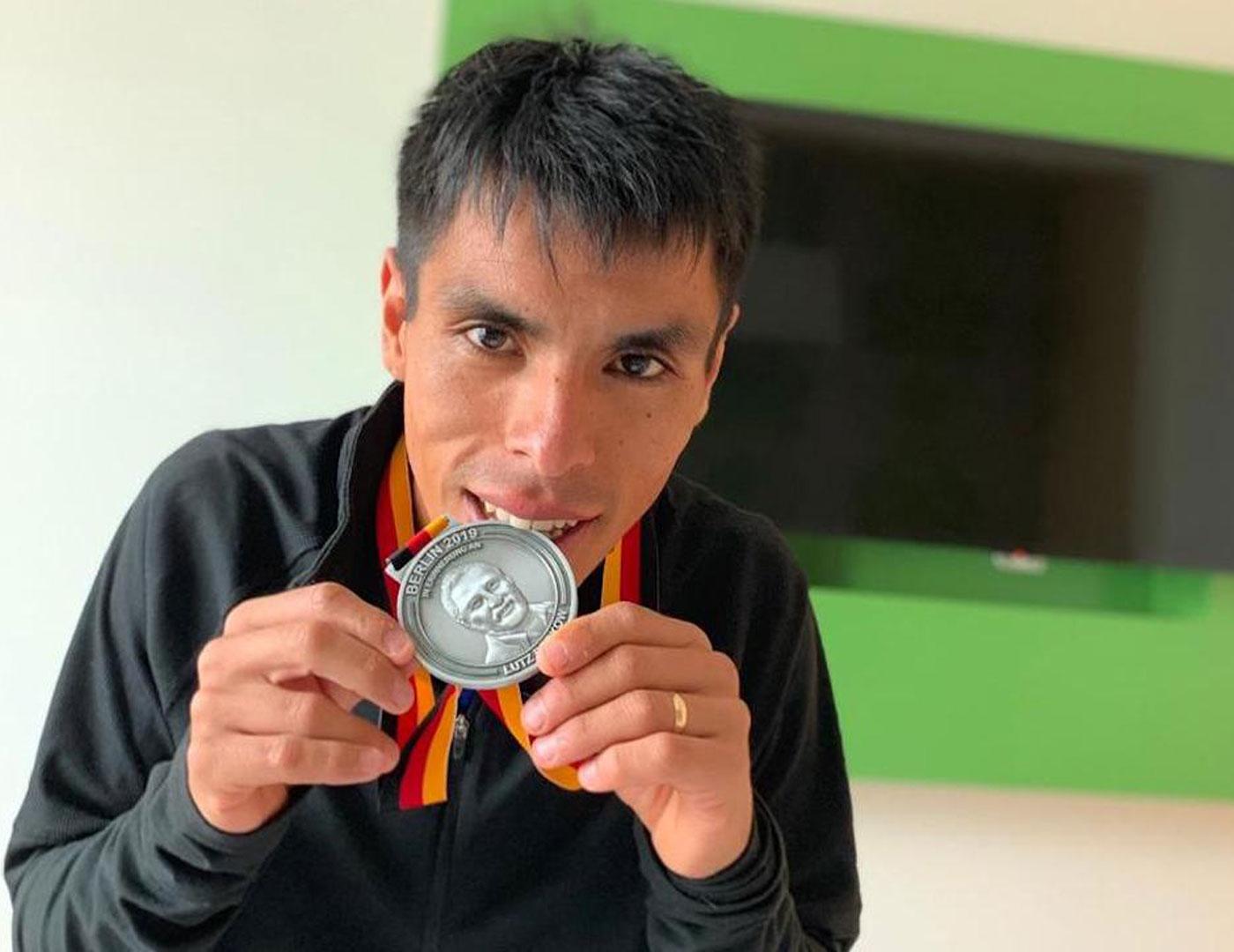 Pedro Rodríguez y su medalla de participación